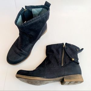 Roxy Malden Zip Up Ankle Boots